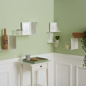 Living stile shabby con mensole a scala in metallo e vassoio design con inserto in legno | Mipiacemolto