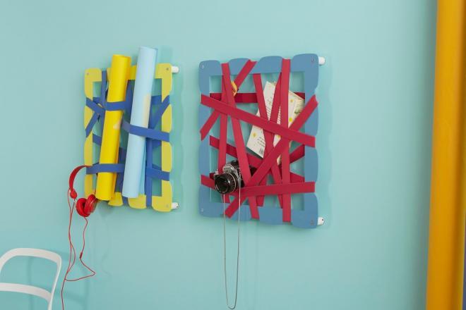 Parete colorata con portaoggetti originale con bande elastiche 1 | Mipiacemolto