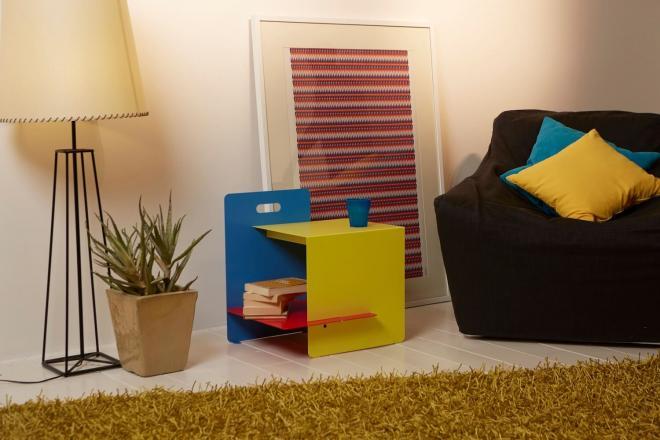 Soggiorno con tavolino design moderno con tre colori | Mipiacemolto