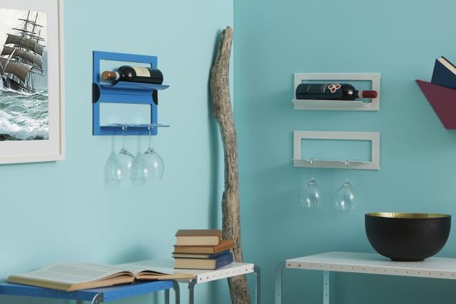 Angolo living attrezzato a cantinetta con tavolini bassi componibili, portabottiglie e porta bicchieri | Mipiacemolto